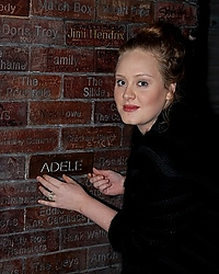2011jan05-adele-at-cavern-003-resized.jpg
